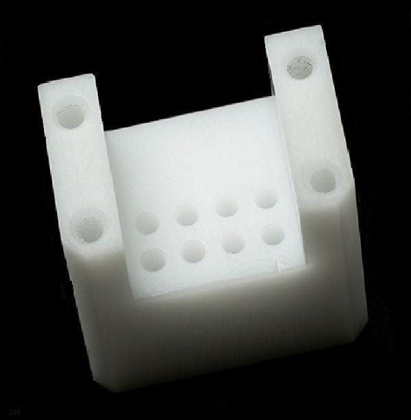 POM-Bohrungen-Winkelhalter-Zentrierbohrung